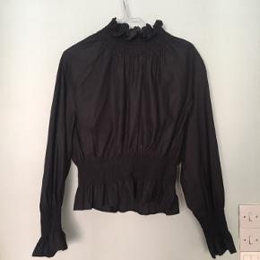 H&M bluse 🌼  Str. 42 - lille i størrelsen! Passes af en medium   Er brugt 1 gang.