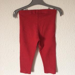 Next - leggings Str. 86 Næsten som ny Farve: rød Lavet af: 92% cotton og 8% elasthane Mål: Livvidde: fra 42 cm til 52 cm hele vejen rundt Længde: Ydre: 42 cm Indre: 27 cm Køber betaler Porto!  >ER ÅBEN FOR BUD<  •Se også mine andre annoncer•  BYTTER IKKE!