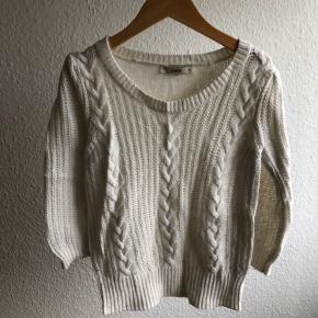 Dejlig blød sweater med 3/4 ærmer med angora i 😍