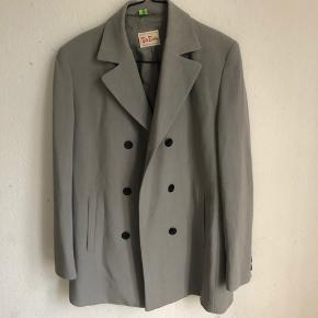 Vintage blazer, en smule oversize på en 36, vil også passe en 38. God kvalitet. 269 pp
