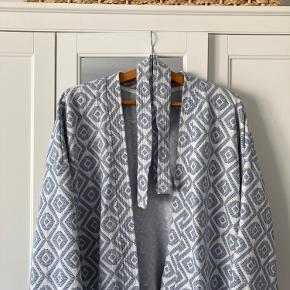 Fin blå kimono. Ingen tegn på slid, da jeg kun har brugt den få gange. 💙