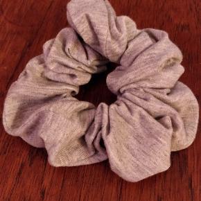 Schrunchie fra Asos i lækkert blødt jersie-stof 🔹🔷🔹