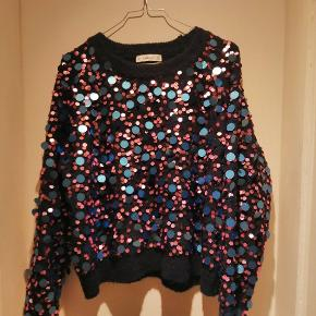 Skøn varm sweater med palietter I lyserød og blå farver