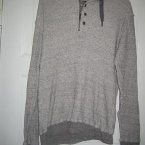 Varetype: Lækker trøje Farve: grå Oprindelig købspris: 700 kr.  Smart og lækker trøje i god kvalitet. Mindstepris 75 +