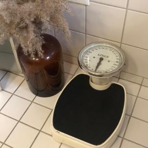 Gammel Ginge vægt i super stand og den virker