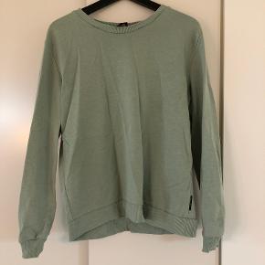 Catwalk Junkie sweater