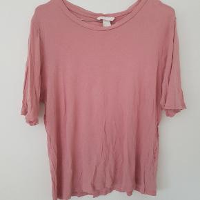 T-shirt fra H&M str. XL (lille i størrelsen) - kan afhentes i Århus C eller sendes