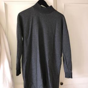 Sweatshirt kjole med lang hals