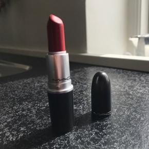 Mac læbestift matte russian red - brugt en gang, nypris 170kr ☀️ Bytter ikke og sender på købers regning