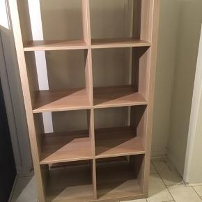 Meget velholdt og forholdsvis ny reol fra IKEA - sælges pga pladsmangel. Se foto med yderligere info.