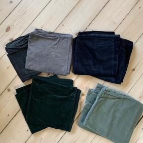 Velour pudebetræk i grålige, blålige og grønne nuancer. 50x50. Priser fra 45kr.