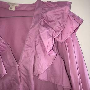 Det flotteste skjorte med lag ærmer, den er lidt krøllet på billedet, men er så flot når den bliver Strøget.