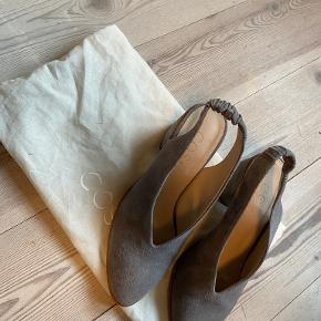 COS heels