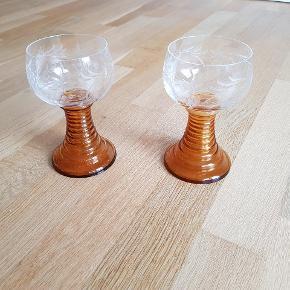 Rømer glas 2stk. H = ca 15cm. Sælges samlet