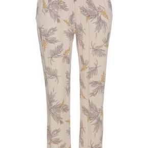 Julie Fagerholt bukser - har haft dem på én gang i få timer. Sælger også skjorten dertil 😊