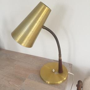 Fedgammel bordlampe Messing med teak, med brugsspor