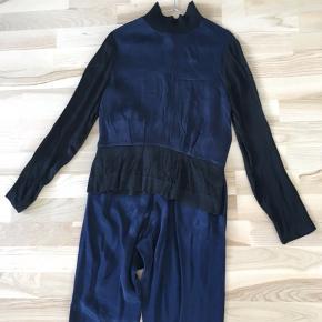 Lækkert silke-agtigt sæt fra Samsøe i str. S 🌸 Aldrig brugt!  Sælges hvis det rette bud kommer ⛷ Kan afhentes i Mørkhøj eller sendes med DAO for 38 kr. 🌻