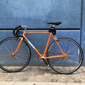 This bike has been used a total of 20km and is in flawless condition.  Custom made for a pro bicyclist when it was manufactured.  Super light, fits height from 170-190cm.  Throw some bids out there. Selling because I am not in need of a road bike :)