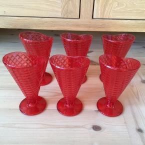 6 nye is dessert glas i hard plast 17 cm høje De sælges samlet