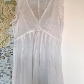 Den fineste hvide top med blonder fra Noa Noa, skøn her til sommer.
