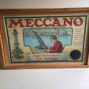 Sælger dette fine Meccano sæt der er mange dele til samt dampmaskine og dampgenerator  der er mange plader og stænger skruger hjul dæk m.m kassen måler L 33 H 22 B 10,5