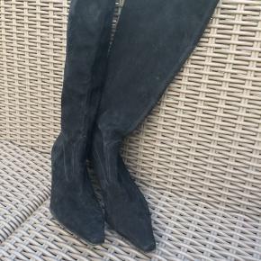 Sort ruskinds støvle fra Peter Kaiser i str. 4 1/2 - brugt et par gange.