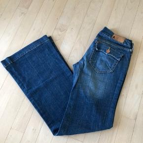H&M jeans med vidde/trompet bukser i str w 26 l 32