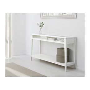 Konsolbord kun brugt i få måneder og derfor så godt som nyt.Købt for 1400kr og sælges for 1000kr. Skal afhentes i Aarhus C