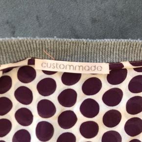 Sød bluse med lilla prikker i str. XL. Se også mine andre annoncer.