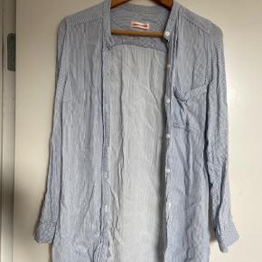 Flot skjorte fra Custommade, den er aldrig brugt.