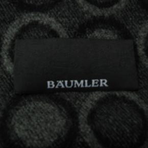 Mærket er Bäumler.  Tørklædet måler ca. 186x31.  100% viskose.