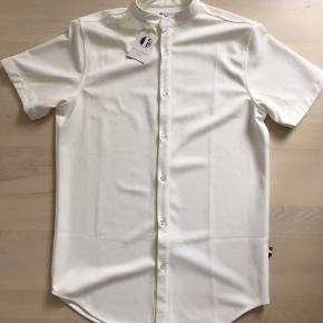 Et Al Design skjorte  Str L  Aldrig brugt  Se mange flere annoncer på profilen