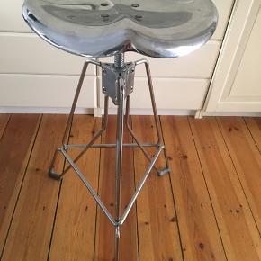 SKAL AFHENTES IDAG SØNDAG 25/8 Dulton barstol  Metal  Ksn justeres i højden max højde 73cm