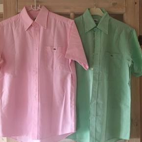2 skjorter med korte ærmer , regular fit, pr stk 300kr begge for 500kr