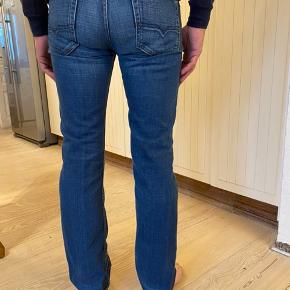 Diesel jeans model Viker. Brugte få gange, fejler intet.  Str 29/ fitter small.  Byttes ikke.