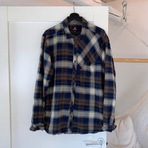 Quicksilver Tyk flannel skjorte Godt brugt men fejler intet Har god patena