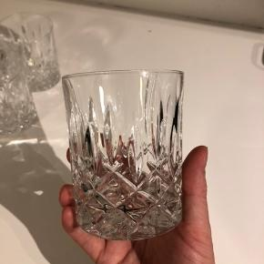 6 stk Lyngby krystalglas. Prisen er for alle 6 glas. Ingen brugstegn.   Kan afhentes på Amagerbro!
