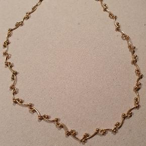 Virkelig sød kæde! 43 cm lang.  Ikke ægte guld. Men fin det er den 😍