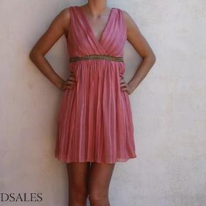 Varetype: Sommerkjole day and night dag og aften kjole sommer romer lyserød Størrelse: 8 Farve: Lyserød  Super fin kjole fra Asos :-)  Dens sælges for 75 + porto :-)