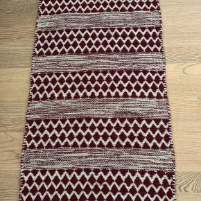 Helt nyt uld anti slip gulvtæppe fra Pagunette. Lækker kvalitet.  50x80cm  Køber betaler Porto.