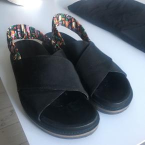 Ganni sandaler brugt få gange, men passer desværre ikke.
