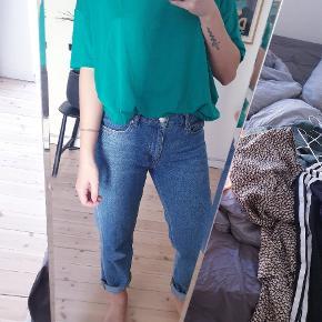 Oversize tshirt fra Won Hundred. Smuk farve. Passer alle str. Np 400