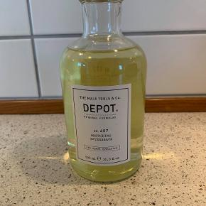 DEPOT - THE MALE TOOLS & CO  Depot No. 407 500 ml Restoring Aftershave er en forfriskende og genoprettende aftershave lotion.  Butikspris 629 kr sælges til 250 kr