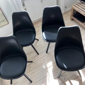 4 spisebordsstole fra Ilva.  Købt for 400 kr./stk.   Fremstår fine og uden synlige tegn på slid foruden minimale ridser på en af stolenes ben (dog ikke noget man ligger mærke til).