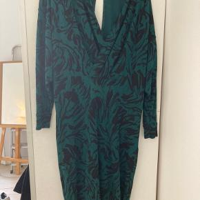 Super fin kjole fra ganni, rigtig fed med et bælte i tajle fx