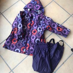 Regntøj med aftageligt fleece-for i jakken.