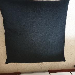 Mega Gulvpude fra Bolia. 120cm x 120cm, mørkegrå. Nypris 2699 kr.