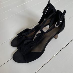 Fine heels fra Tamaris i str. 41 ☀️ . Kun brugt en gang.