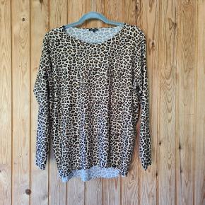 Lækker, leopard plettet bluse  Der står xs/s i, men passer s eller m  Et super trendy #trendsalesfund til en lækker pris  #Secondchancesummer