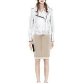 Varetype: Lækker Acne nederdel Farve: Guld  Lækker Acne nederdel i guld - super fed!  Aldrig brugt!